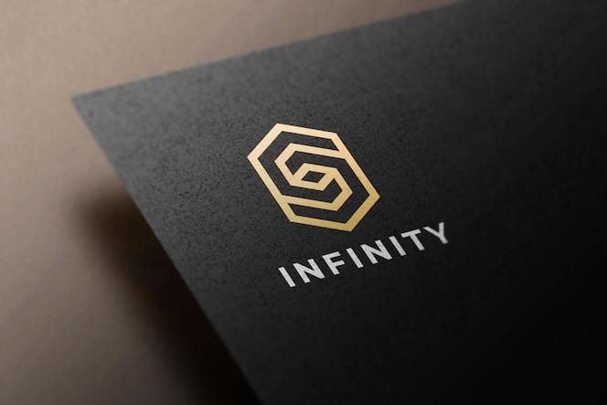Logo auf einem schwarzen papiermodell