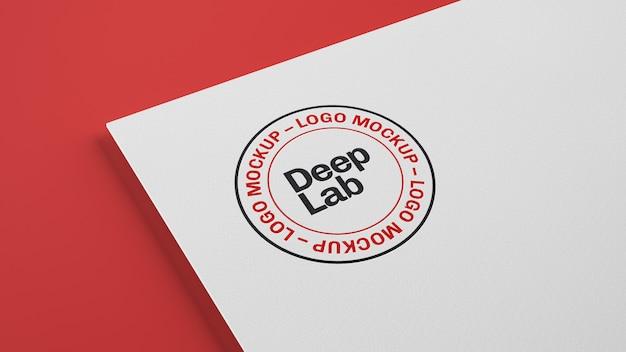 Logo auf weißbuch mit bearbeitbarem wandmodell psd