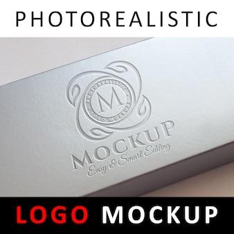 Logo mock up - graviertes logo auf box