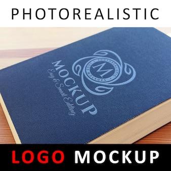 Logo mock up - logo auf buchumschlag gedruckt