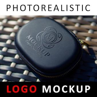 Logo mock-up - uv spot logo auf der hülle