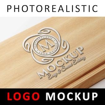 Logo mockup - 3d gemaltes logo auf holz