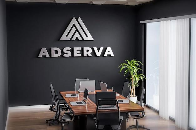 Logo mockup besprechungsraum büro schwarze wand realistisch