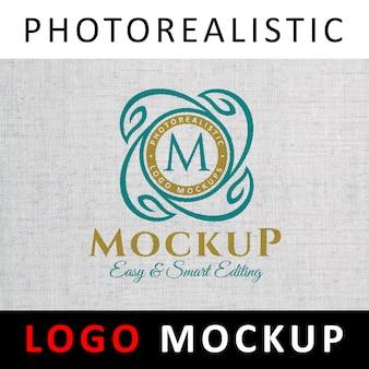 Logo mockup - farbiges logo auf weißem stoff gedruckt