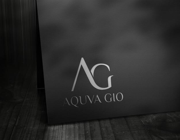 Logo-mockup luxury dunkle karte silber effekte