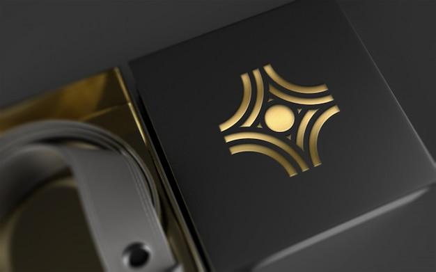 Logo-modell auf ledergürtel-paket