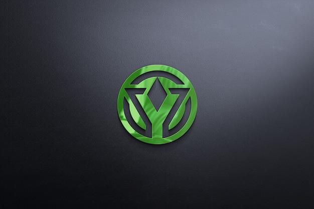 Logo-modell auf schwarzer wand