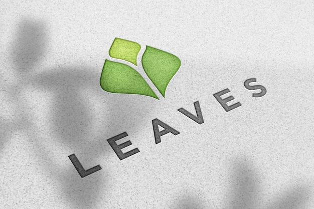 Logo-modell auf weißer papierstruktur