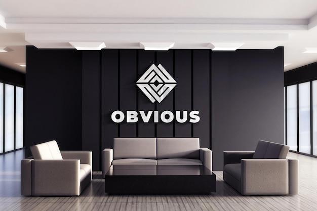 Logo-modell in der schwarzen wand des büros