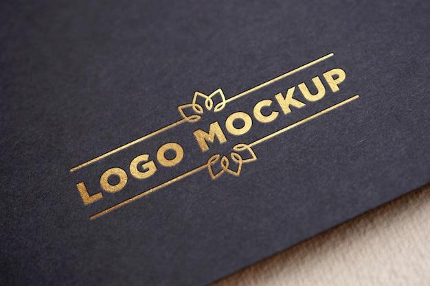 Logo-modell mit goldenem texteffekt