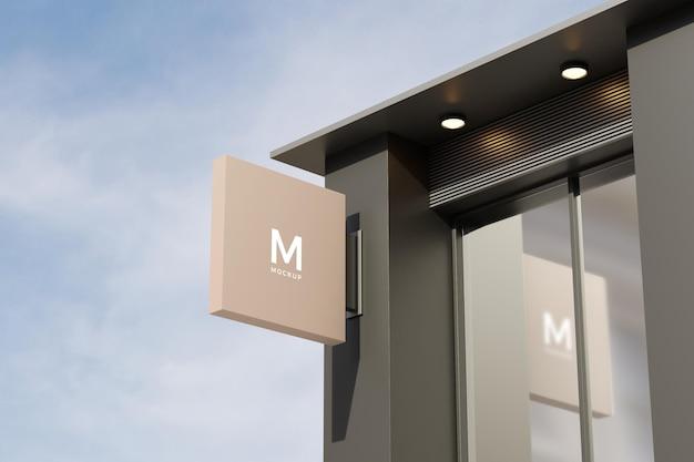 Logo zeichen modell rechteck beschilderungsbox an der fassade des bürogeschäftsgebäudes
