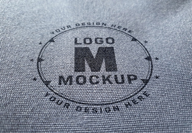 Logomodell auf denimgewebebeschaffenheit