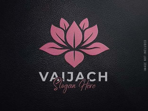 Logomodell auf schwarzem leder