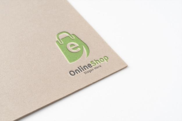 Logopräsentation auf papierstruktur
