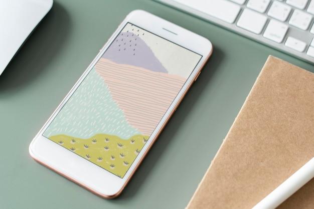 Luftaufnahme des mobiltelefons mit bastelbildschirm am tischarbeitsplatz