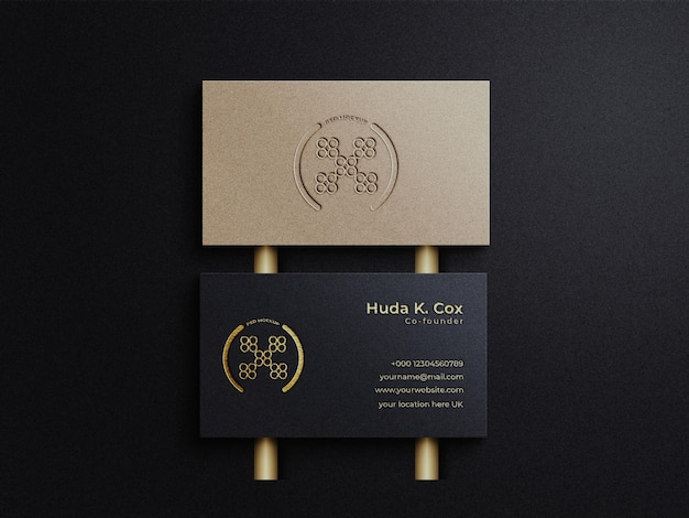 Luxuriöse und elegante visitenkarte mit dunklem farbhintergrund