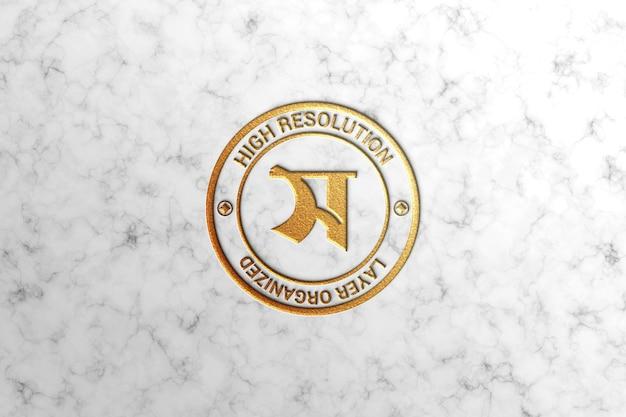 Luxuriöses modell mit geprägtem logo