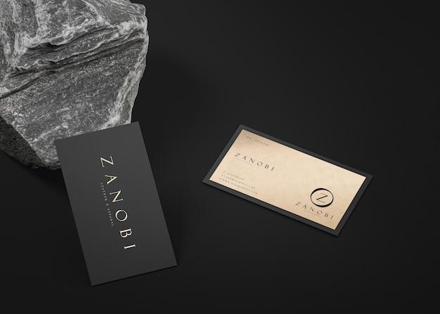 Luxuriöses modernes visitenkartenmodell in schwarz und gold für die markenidentität 3d-rendering