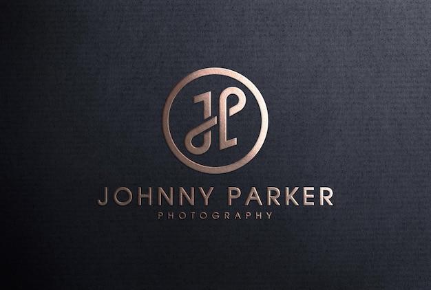 Luxuriöses roségoldenes logo-mockup mit folienprägung auf schwarzem papier