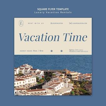 Luxus-ferienwohnungen quadratischer flyer-design-vorlage