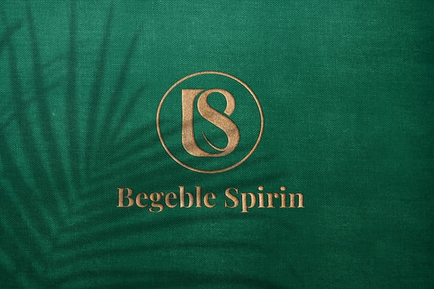 Luxus geprägtes logo modell strukturiertes gold auf grünem stoff
