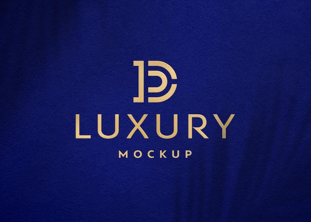 Luxus-goldfolienmodell mit schattenüberlagerung