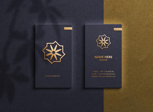 Luxus-logo-modell auf visitenkarten