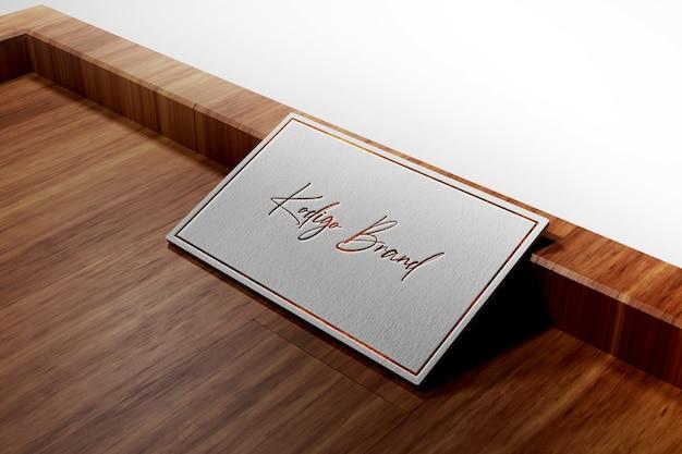 Luxus-logo-modell auf weißer visitenkarte