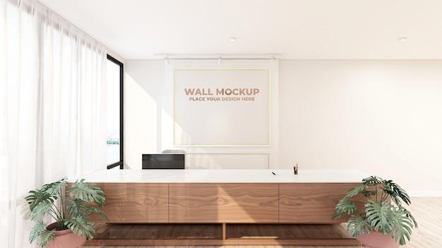 Luxus-logo-modellzeichen im bürozimmer des empfangsmitarbeiters