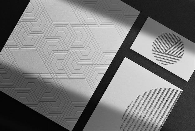 Luxus schwarz geprägtes papier und visitenkarten-draufsichtsmodell