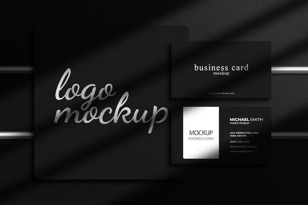 Luxus-silberfolien-logo-mockup mit luxuriösem visitenkarten-mockup und schattenüberlagerung
