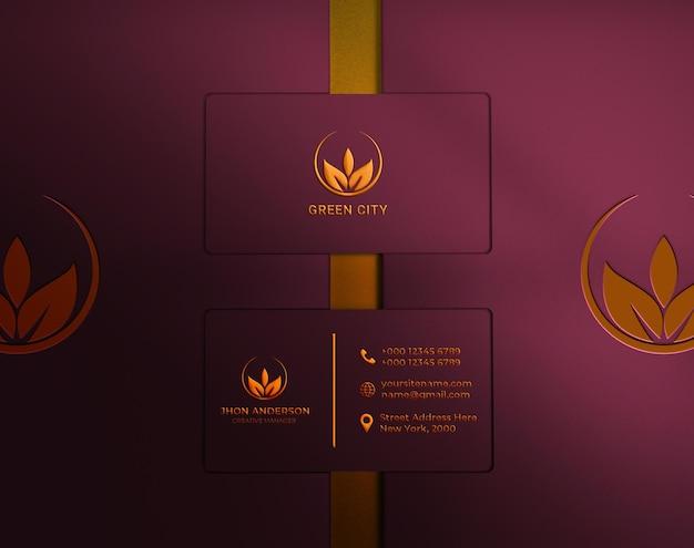 Luxus- und minimalistisches goldfolien-visitenkartenmodell mit draufsicht