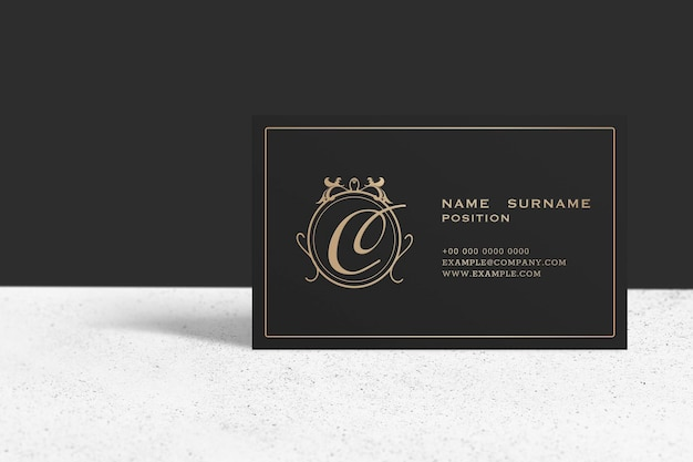 Luxus-visitenkartenmodell in schwarz- und goldton
