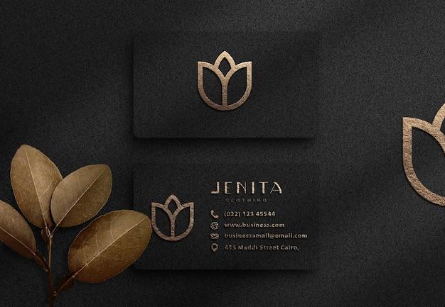 Luxus-visitenkartenmodell mit geprägtem logoeffekt