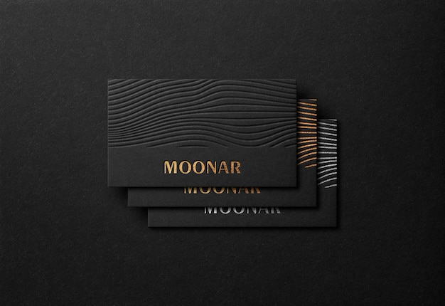 Luxus-visitenkartenmodell mit gold letterpress-effekt