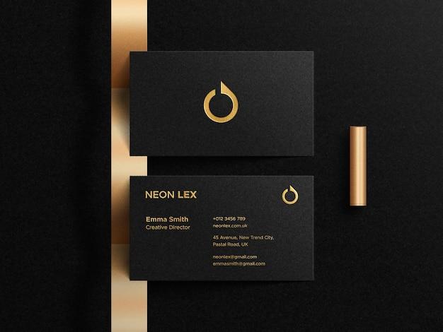 Luxus-visitenkartenmodell mit letterpress-logo