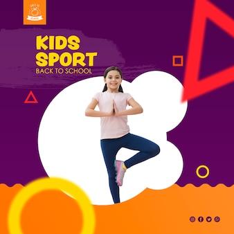Mädchen, das für kindersportschablone balanciert
