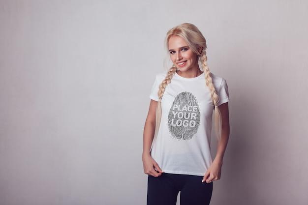 Mädchen t-shirt mock-up