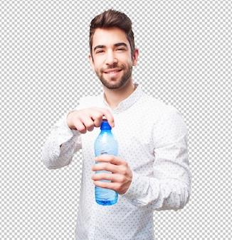 Man öffnet eine flasche wasser