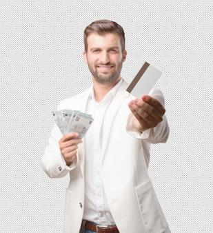 Mann, der 20 eurorechnungen und -kreditkarte zeigt