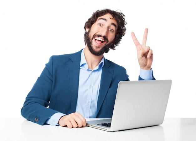 Mann mit zwei fingern angehoben