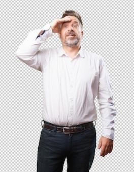 Mann mittleren alters, die geste zu realisieren