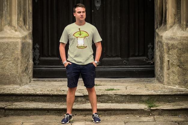 Mann t-shirt mock up