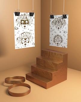 Maskenskizzen mit treppen und goldenen ringen