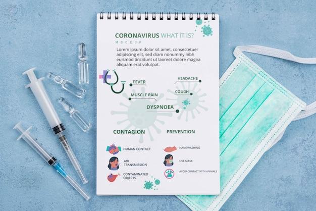 Medizinischer schreibtisch mit notizbuch und masken