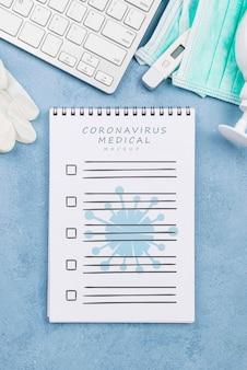 Medizinischer schreibtisch von oben mit notizbuch