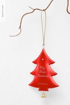 Metallic weihnachtsbaum ornament mockup, hängend