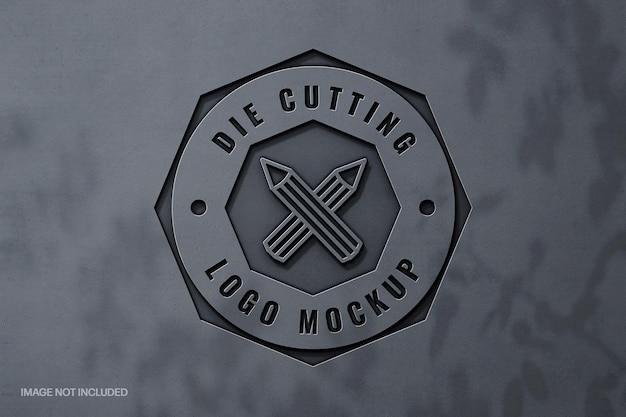 Metallisch geschnitztes logo-modell mit schattenauflage