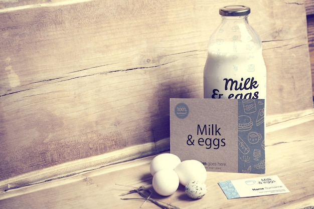 Milch und eier mit visitenkartenmodell
