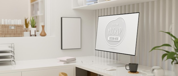 Minimale innenarchitektur des büroraums mit computermodellbildschirm